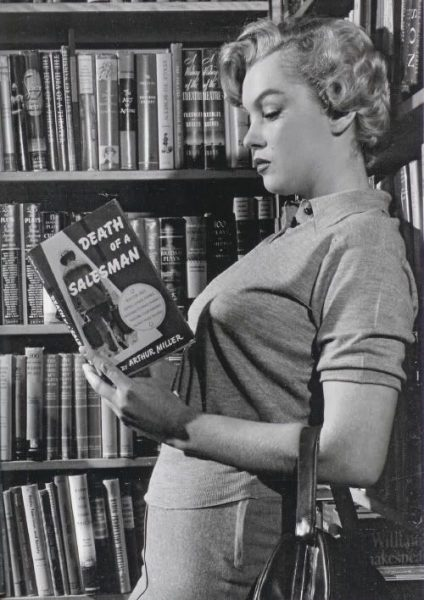 Marilyn Monroe reading her husband book Death of a salesman